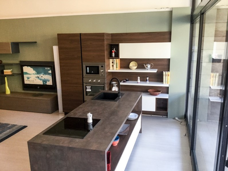 Cucina essebi con isola bianco opaco finitura soft in offerta for Cucine moderne offerta