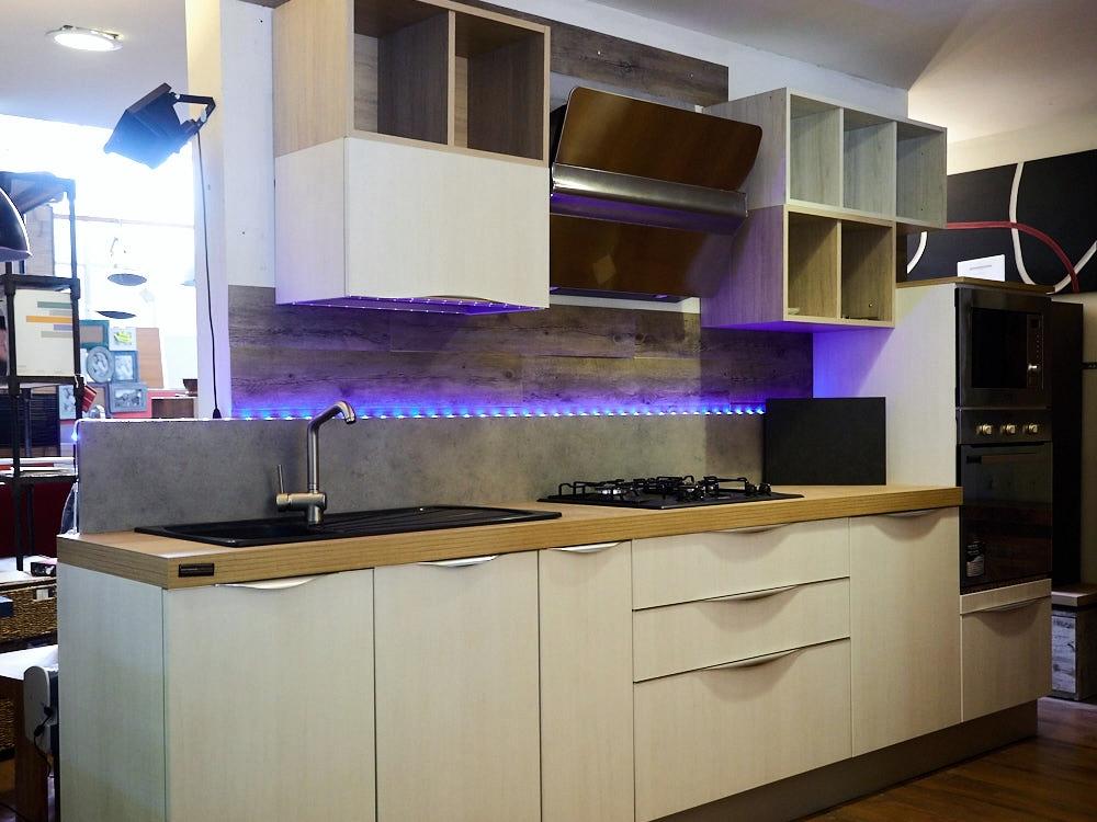 Cucina essenziale moderna tranche white vintage maniglia design cucine a prezzi scontati - Design cucina moderna ...