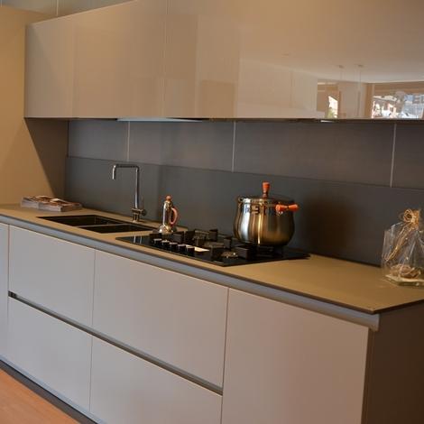 Cucina moderna lineare gruppo euromobil cucine a prezzi scontati - Euromobil cucine prezzi ...