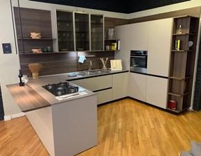 Cucina Euromobil design con penisola tortora in laccata Lain pro