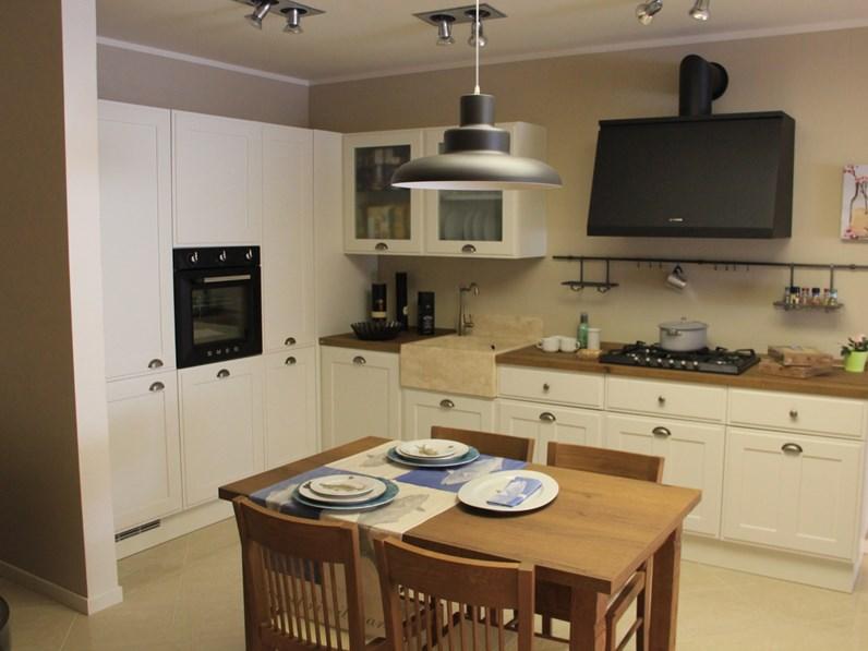 Cucina Favilla classica bianca ad angolo Scavolini