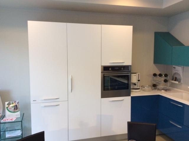 Cucina febal cucina moderna modello alicante laccato lucido design laccato lucido cucine a - Design cucina moderna ...
