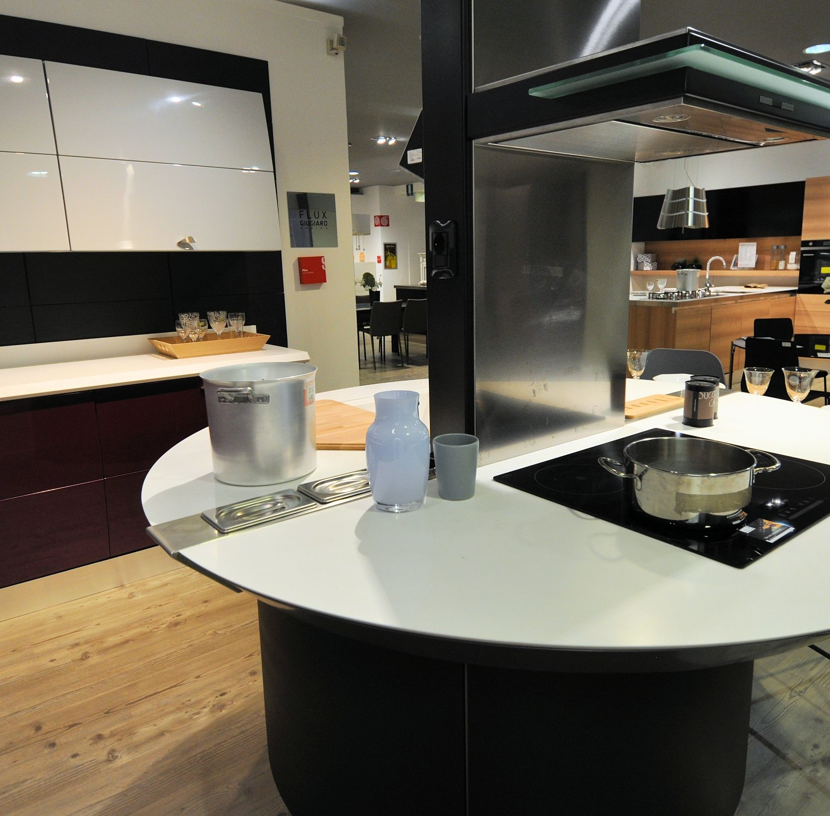 Cucina flux con isola scontata del 45 cucine a prezzi for Cucina a concetto aperta con isola