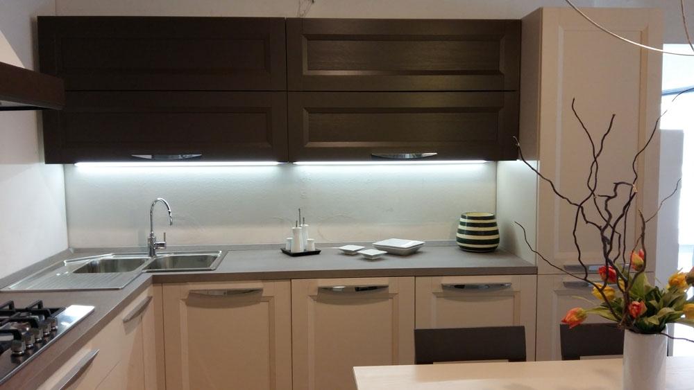 Cucina moderna angolo forma 2000 scontata del 64 cucine - Cucina bianca legno ...