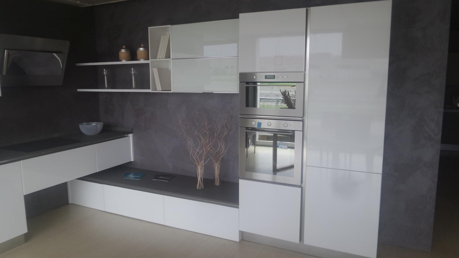 Cucina g5 cucina mod slim polimerico bianco lucido - Cucina bianco lucido ...