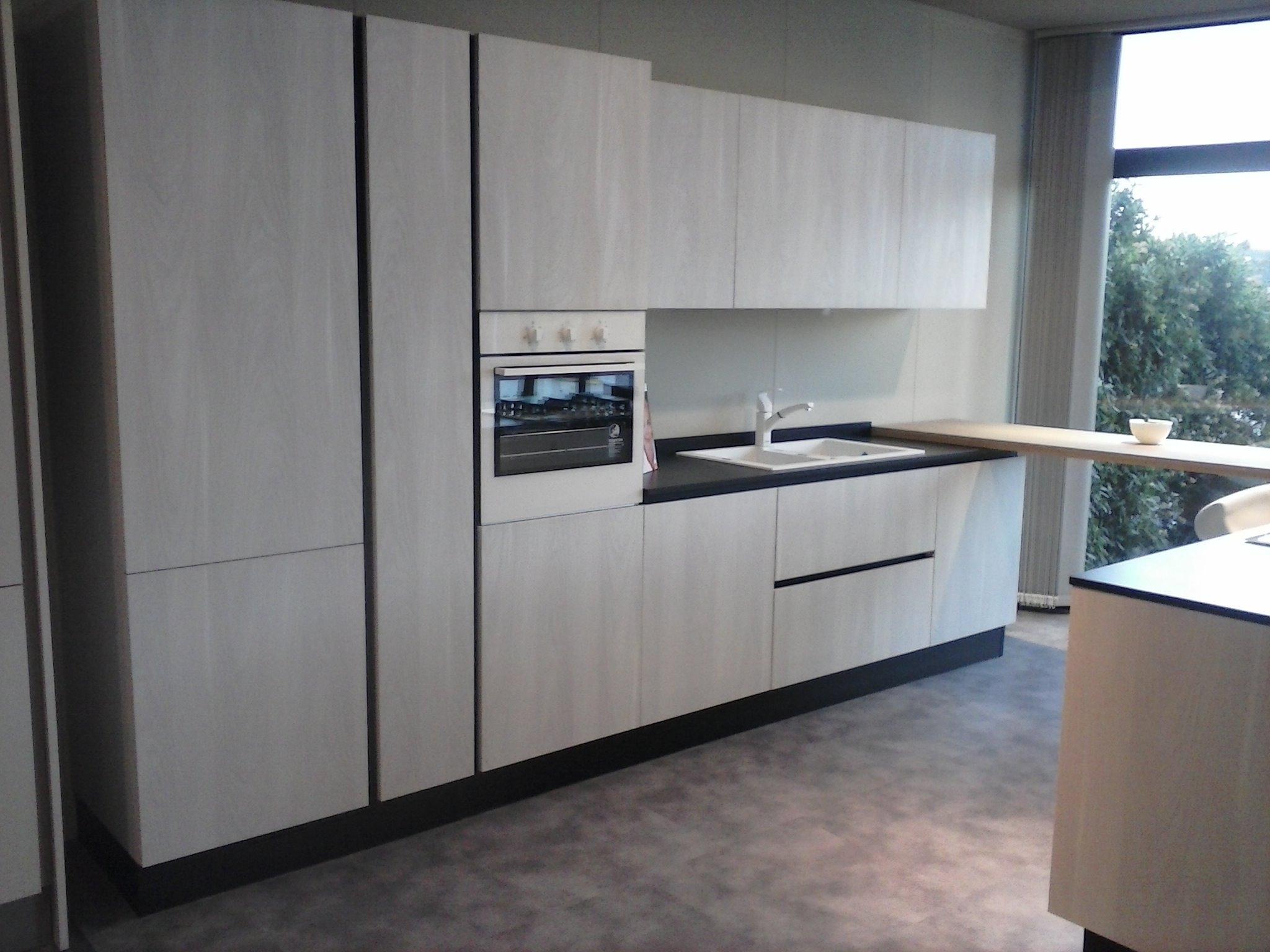 Colonna frigo e forno latest colonna frigo e colonna forno con microonde rex in questa invece - Cucine senza frigo ...