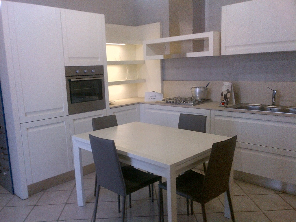 Cucina ged cucine treviso moderna legno bianca scontata for Costo isola cucina