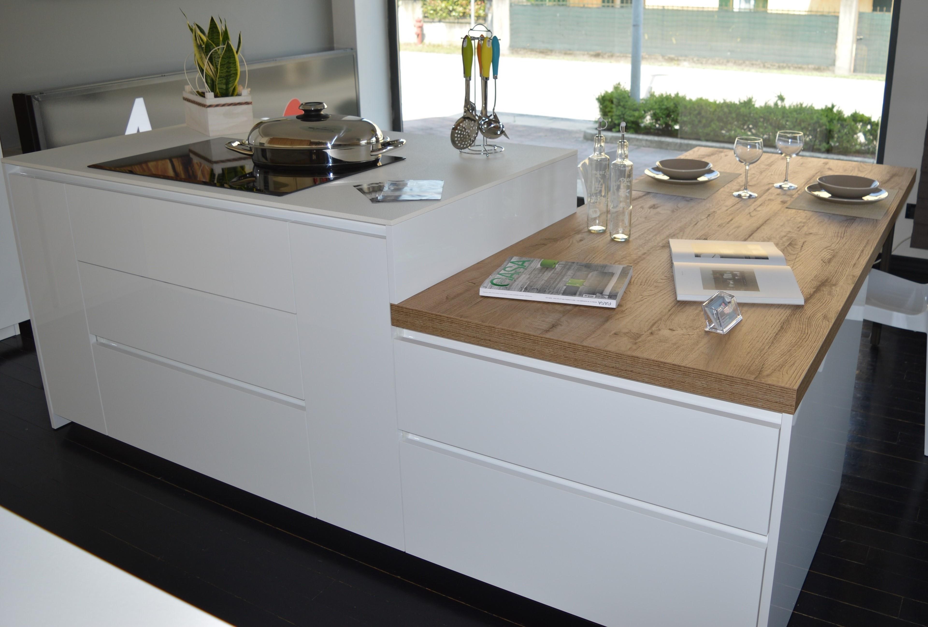 Isole per cucine piccole nb64 regardsdefemmes for Cucina a concetto aperta con isola