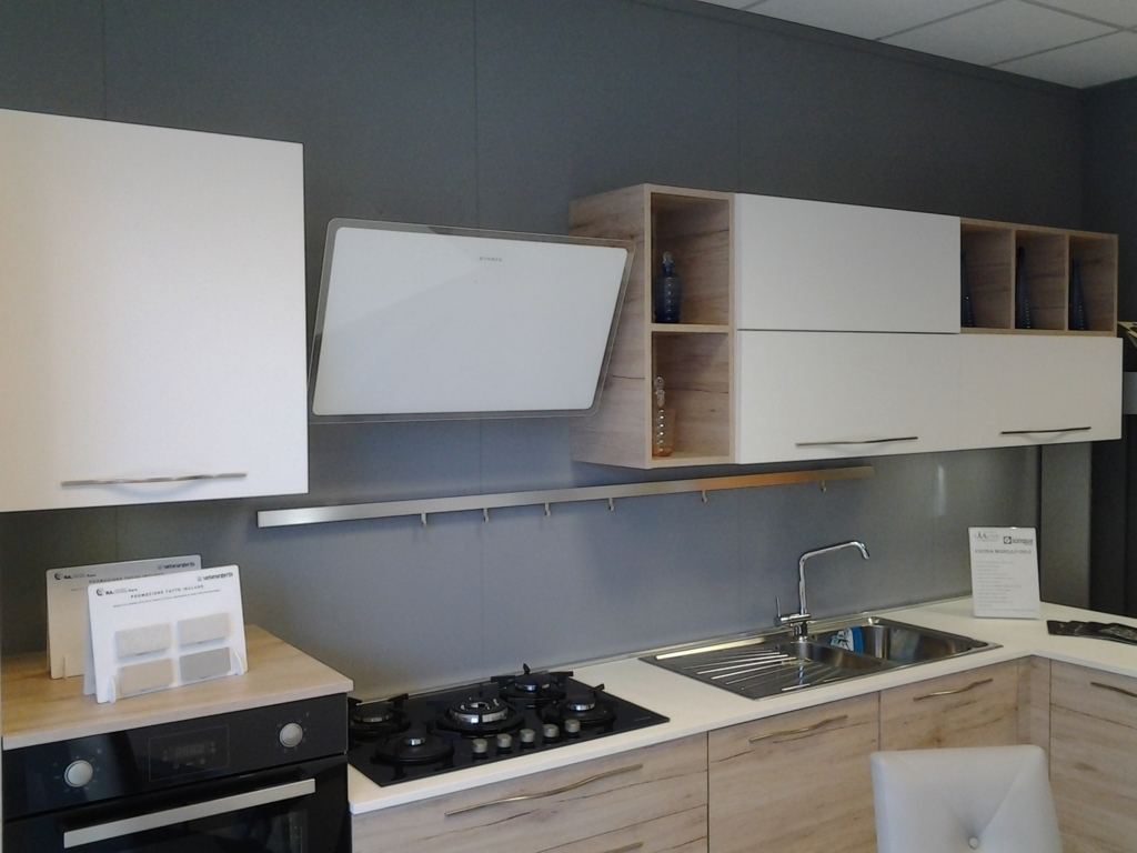 Cucina Rovere Sbiancato E Bianco. Stunning Evidenziata Composta Da ...