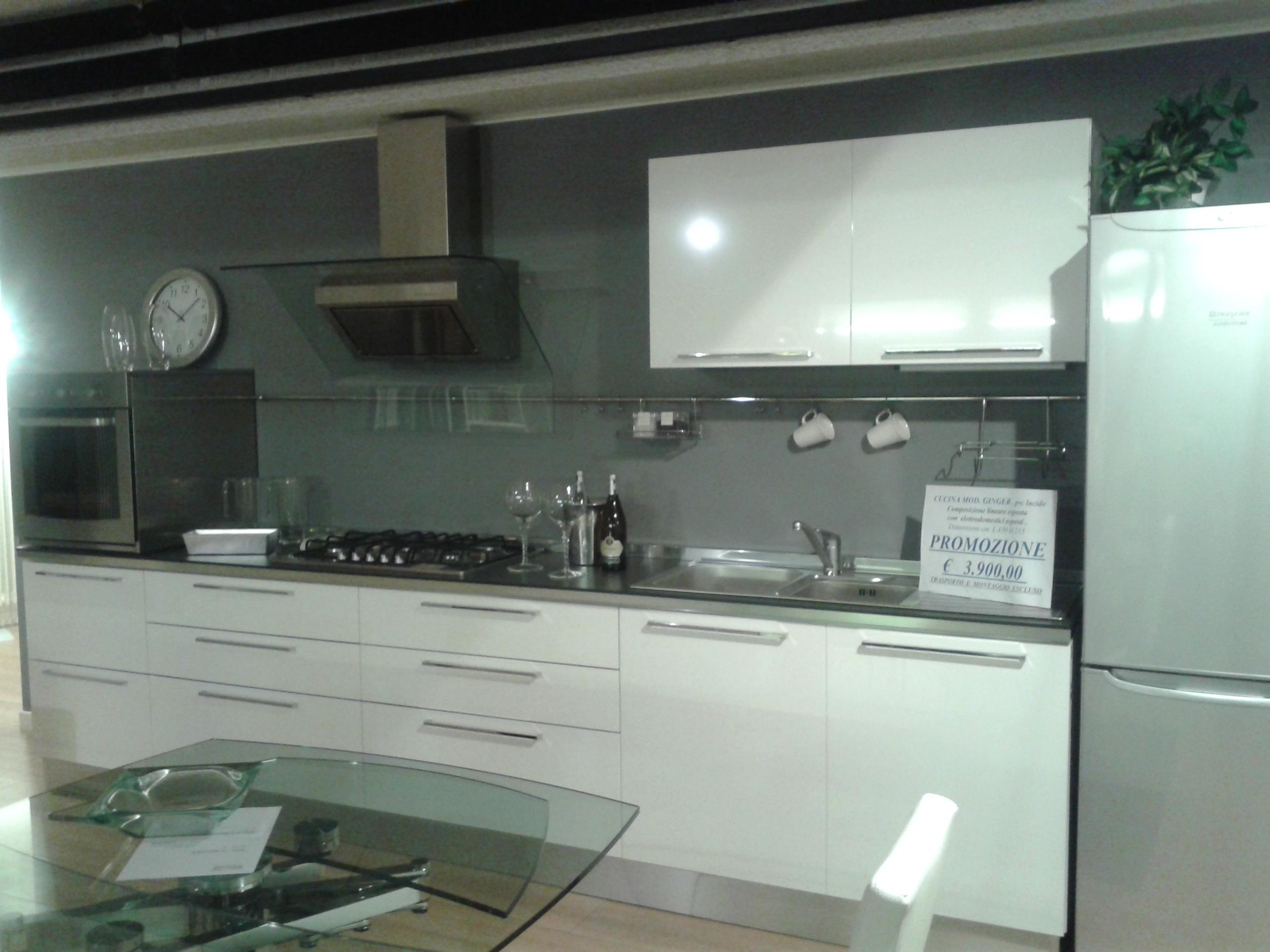 Cucine Con Frigo Esterno ~ idee di design per la casa