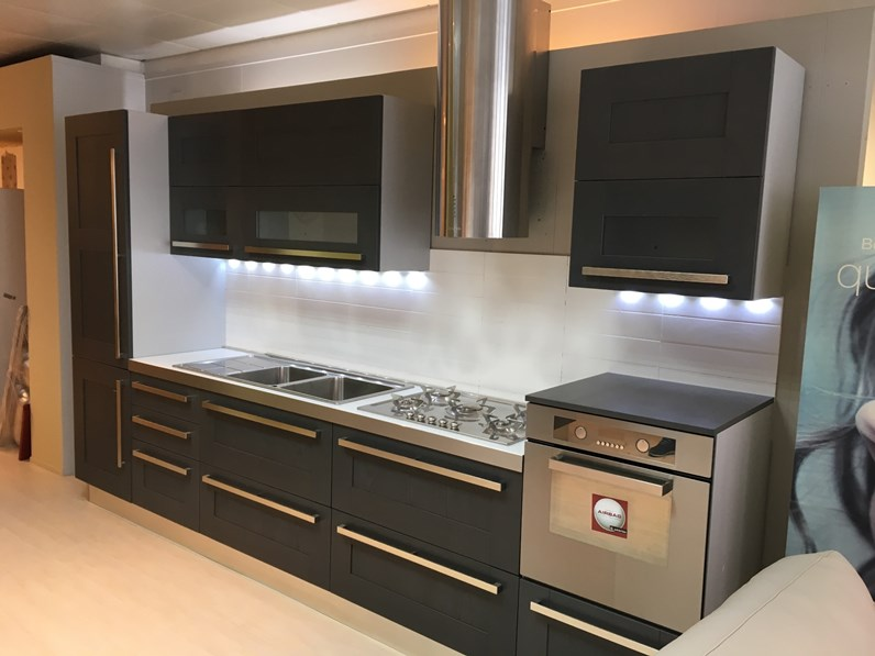 Cucina grigia design lineare quadra berloni cucine in for Cucine di design outlet