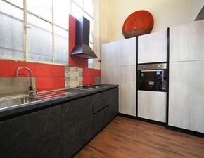 Cucina grigio moderna ad angolo Cucina moderna con colonne white gesso e black in offerta    Nuovi mondi cucine