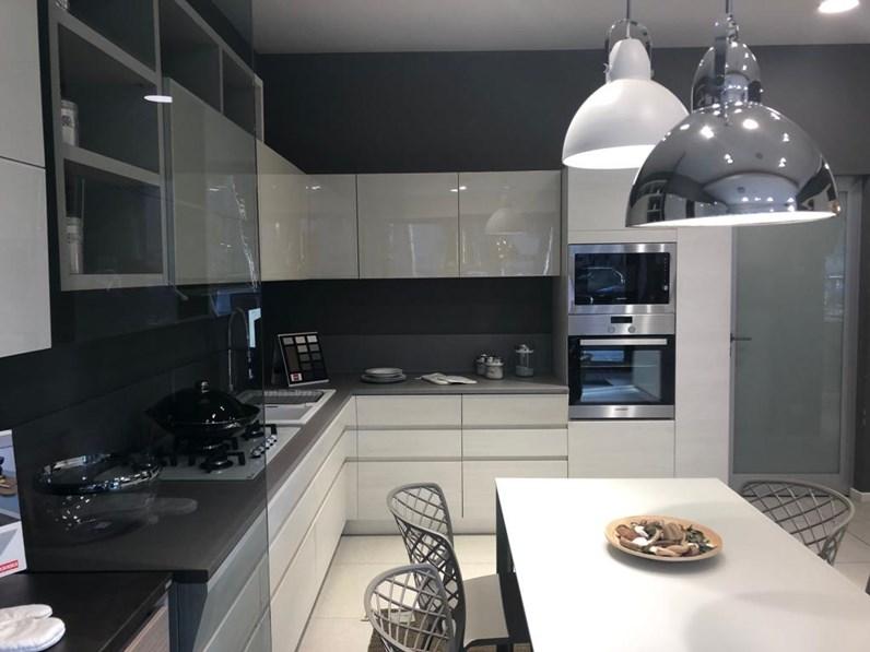 Cucina grigio moderna ad angolo Modello motus Scavolini in Offerta Outlet
