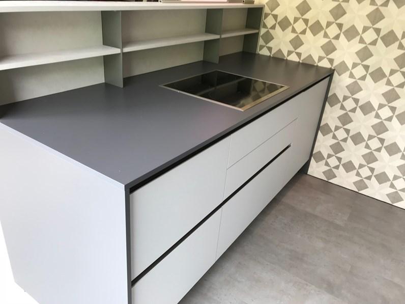 Cucina grigio moderna ad isola infinity stosa cucine in for Arredamenti moreni