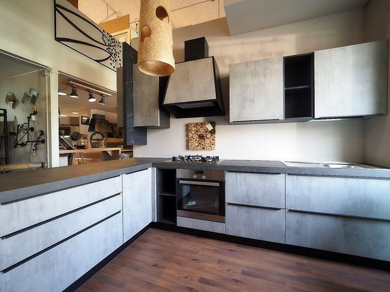 Cucina grigio moderna con penisola ossido cemento con for Cappa cucina moderna