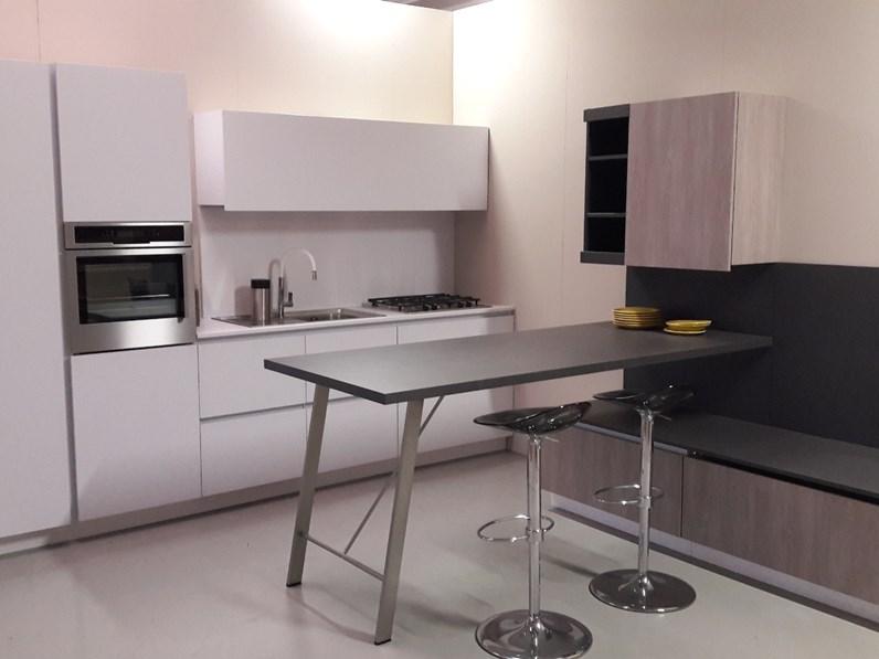 Cucina grigio opaco snaidero con inserti weng e penisola for Visma arredo outlet