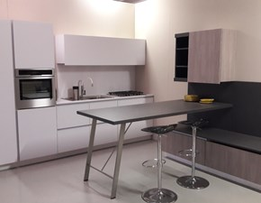 Cucina grigio opaco Snaidero con inserti wengè e penisola OFFERTA OUTLET