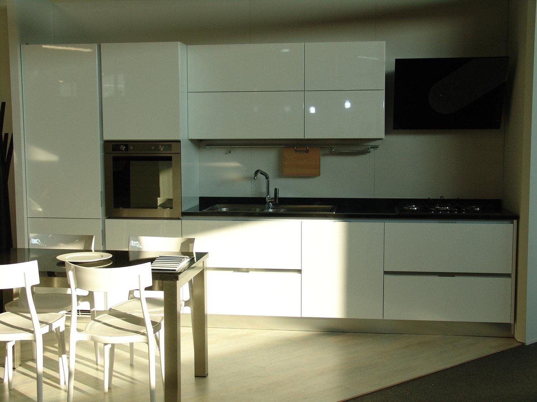 Cucina dibiesse horizon moderna laccato lucido bianca cucine a prezzi scontati - Cucina laccato bianco ...