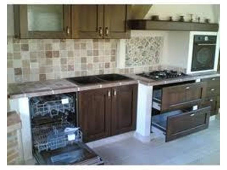 Cucina classica in finta muratura astra cucine for Cucine classiche con isola