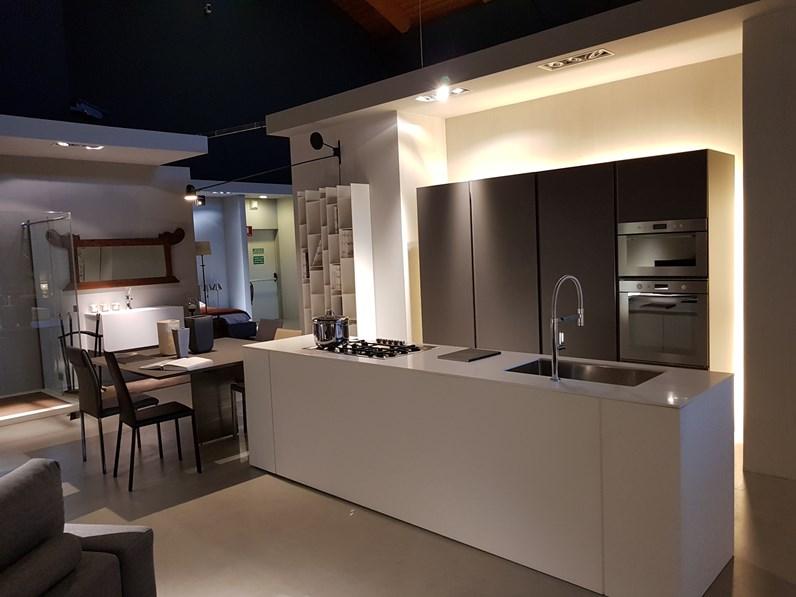 Cucina in laccato opaco di modulnova a prezzi outlet - Modulnova cucine prezzi ...