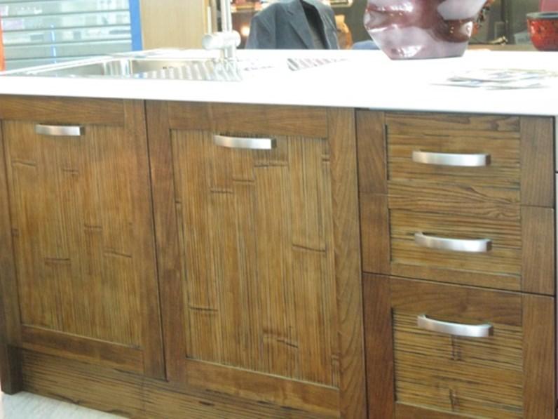 cucina in legno/ crash bambu con piano top stone white