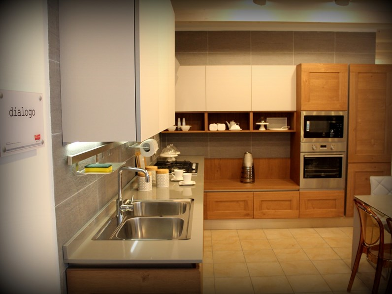 Veneta Cucine Dialogo Prezzo.Cucina In Legno Veneta Cucine A Prezzi Outlet