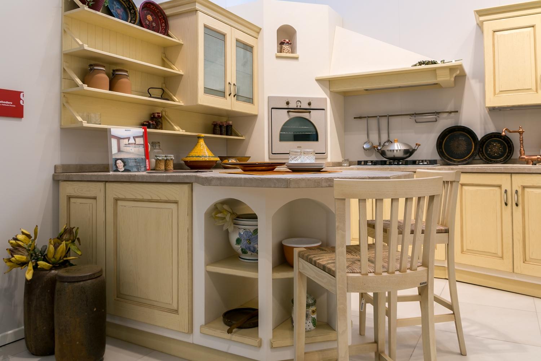 Cucina in muratura scavolini modello belvedere scontata for Cucine muratura prezzi