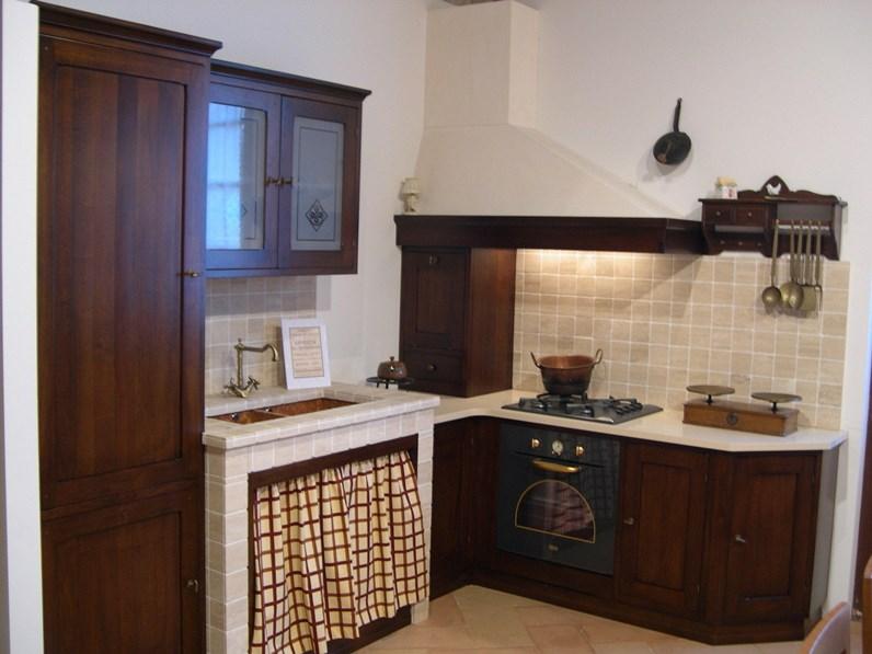 Cucina martini canto del fuoco classica legno noce for Cucine classiche outlet