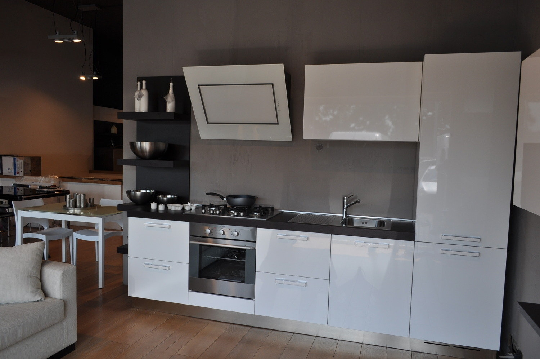 Cucina in offerta 4150 cucine a prezzi scontati for Cappa virgola falmec
