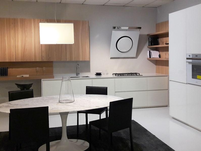 Cucina Con Boiserie : Cucina in vetro bianco e olmo chiaro lineare con colonne unite