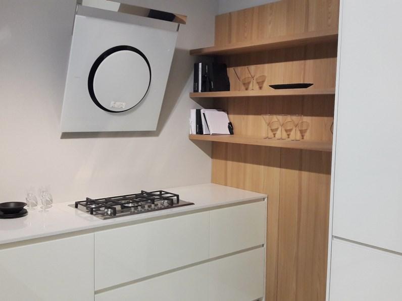 Boiserie Da Cucina : Cucina in vetro bianco e olmo chiaro lineare con 2 colonne unite da
