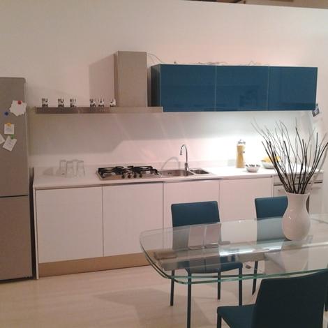 Cucina in vetro scontatissima piano in quarzo cucine a - Cucine in vetro ...