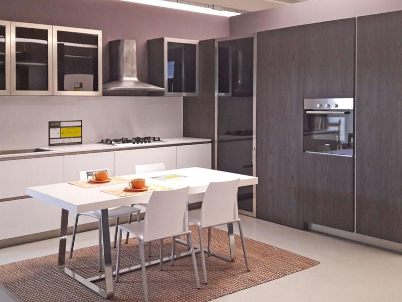 Cucina LAB13 by Aran Cucine bianco e noce scuro con cabina angolo