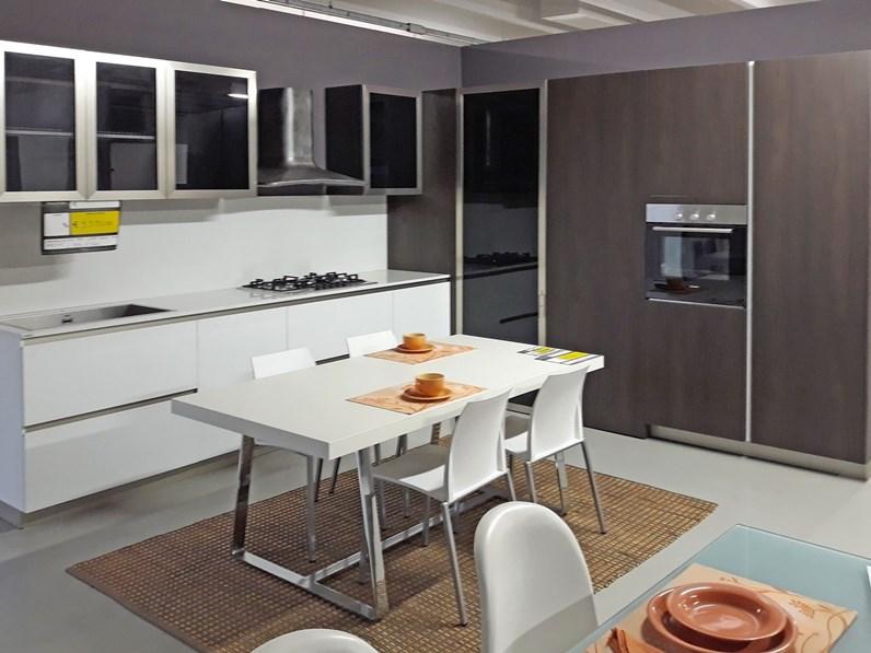 Cucina industrial bianca e noce scuro con cabina angolo - Cucina bianca e noce ...