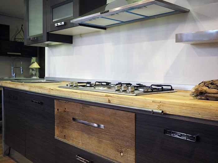 Cucina industrial chic con colonne forno e dispensa - Cucine stile industrial chic ...