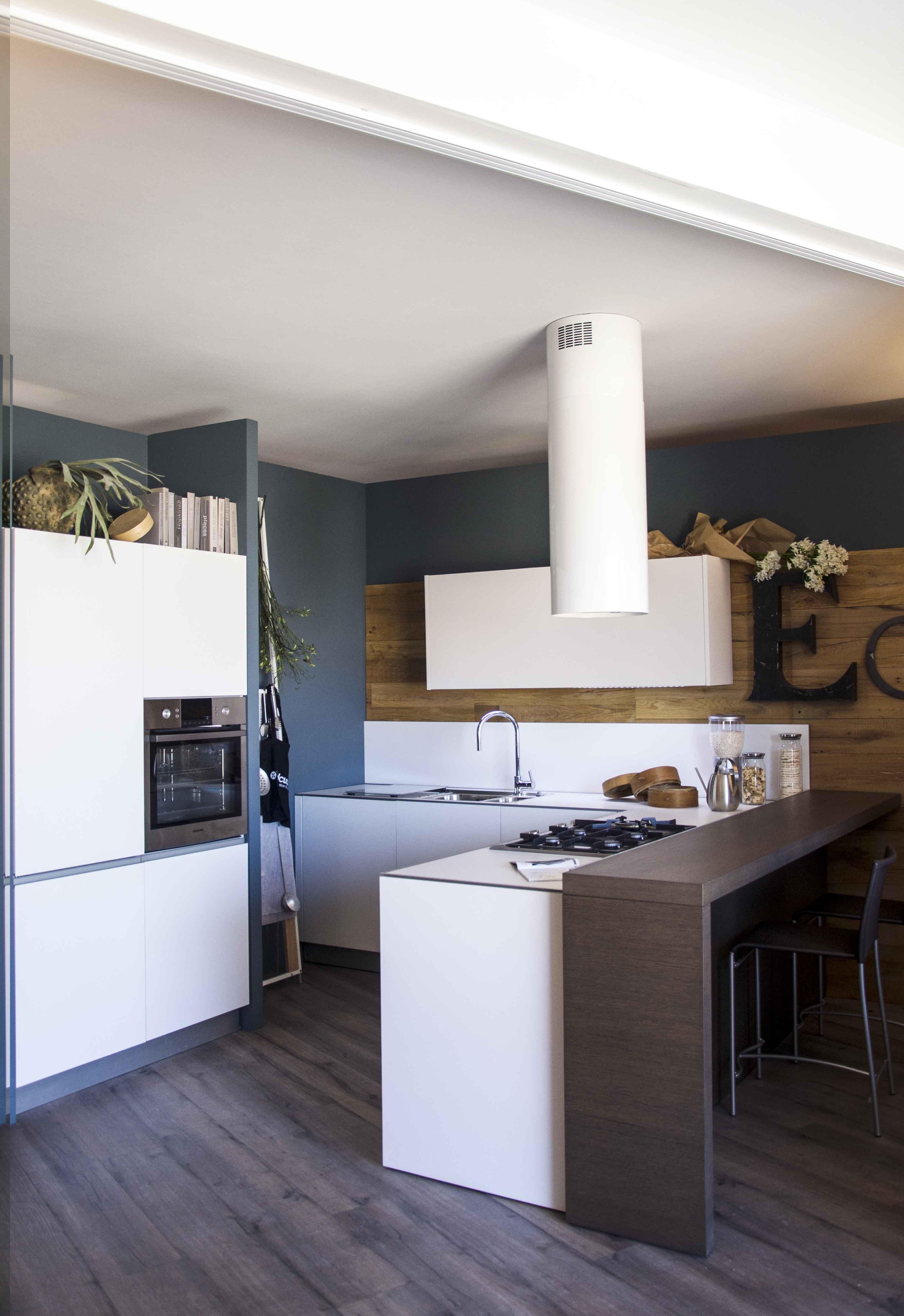 Cucina integra demode by valcucine composizione angolare con penisola scontata 46 cucine a - Cucina angolare con penisola ...