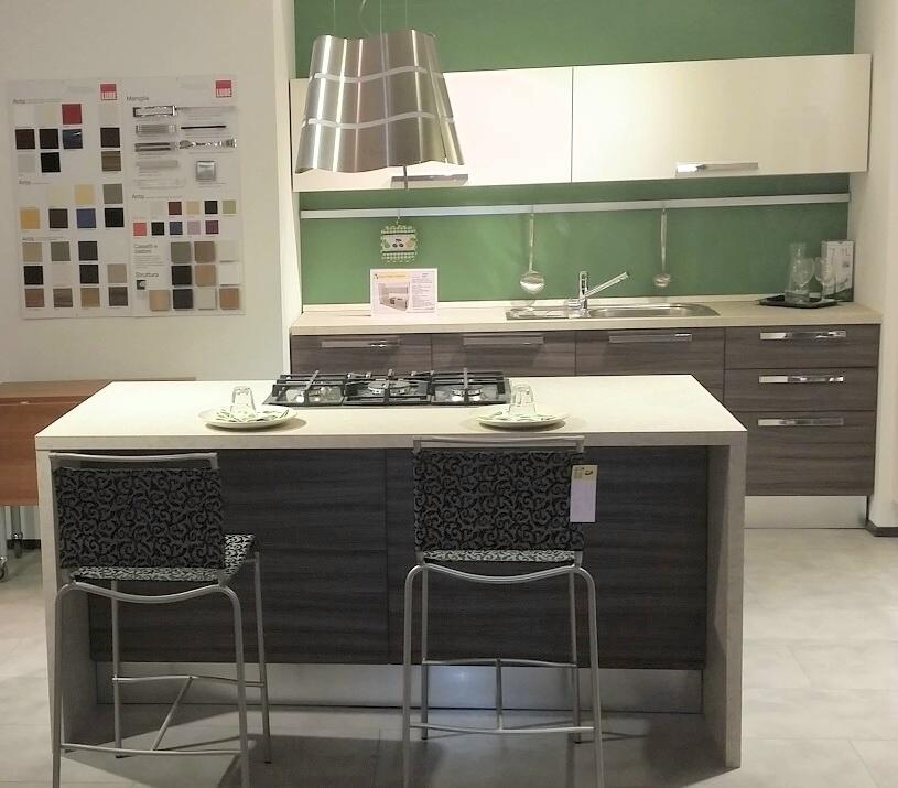 Cucina isola alessia lube sottocosto cucine a prezzi - Cucine a isola prezzi ...