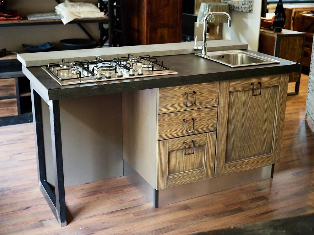 Cucina isola vintage shabby grey con lavello e piano cottura in offerta outlet cucine a prezzi - Cucina piano cottura angolare ...