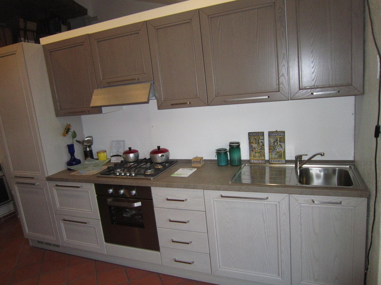 Cucina arredamento prezzi offerte cucine lube outlet for Accessori cucina arredamento