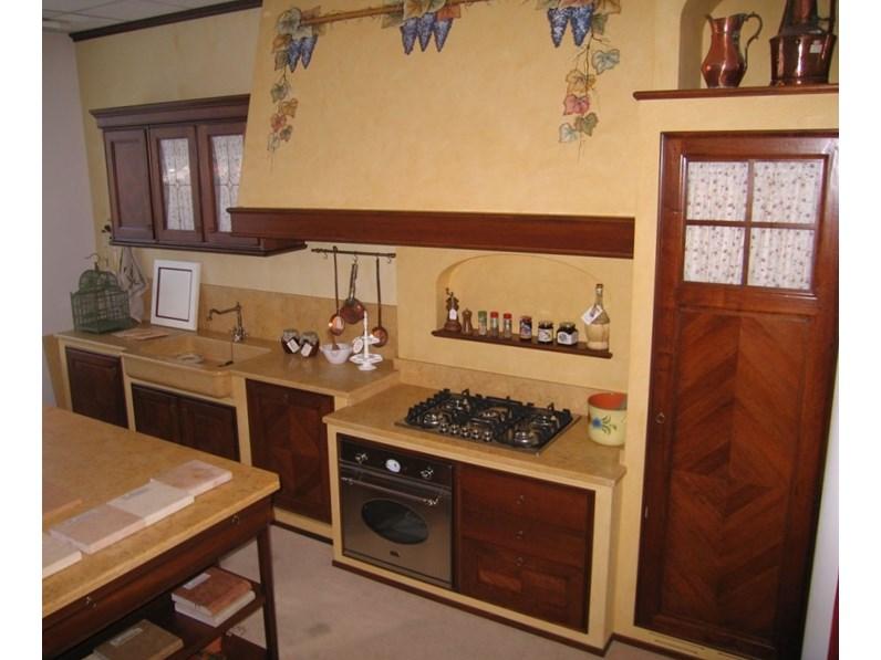 Cucina L\'ottocento classica ad isola in legno noce con ...
