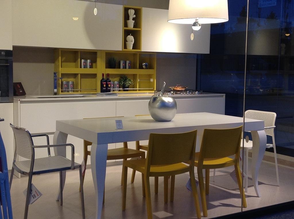 Cucina valdesign cucine cucina logica scontato del 40 - Cucina laccata bianca ...