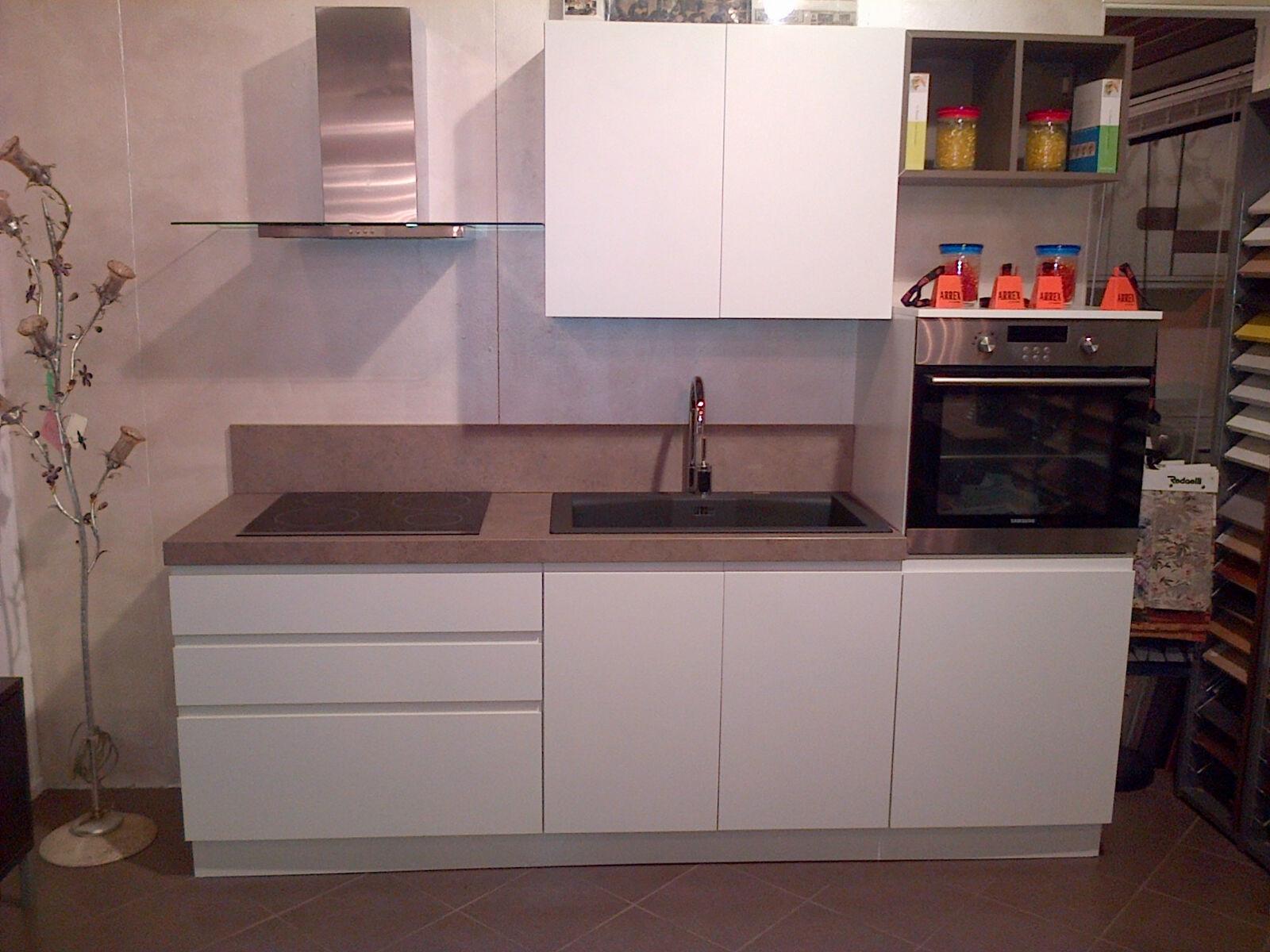 Cucina laccata bianca opaca modello arcobaleno di ar due - Top cucina porfido ...