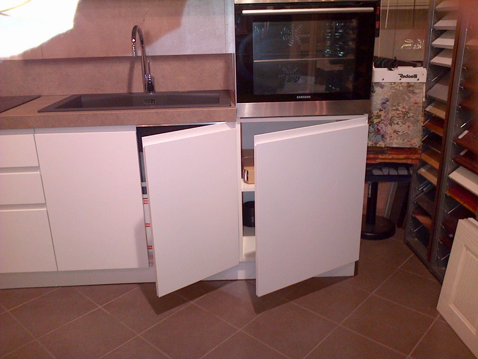 Cucina laccata bianca opaca modello arcobaleno di ar due cucine a prezzi scontati - Cucina bianca e marrone ...