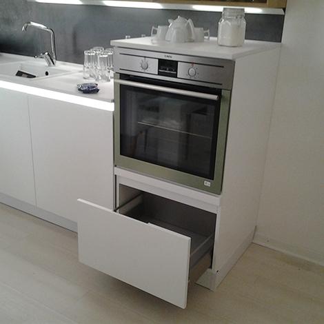 Cucina laccata con piano quarzo silestone e aeg cucine a - Quarzo piano cucina ...