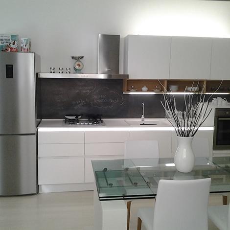 Cucina laccata con piano quarzo silestone e aeg cucine a prezzi scontati - Piano cucina quarzo ...
