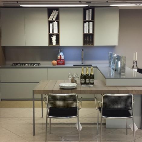 Cucina Valdesign Cucine Cucina laccata grigia opaca piano okite ...