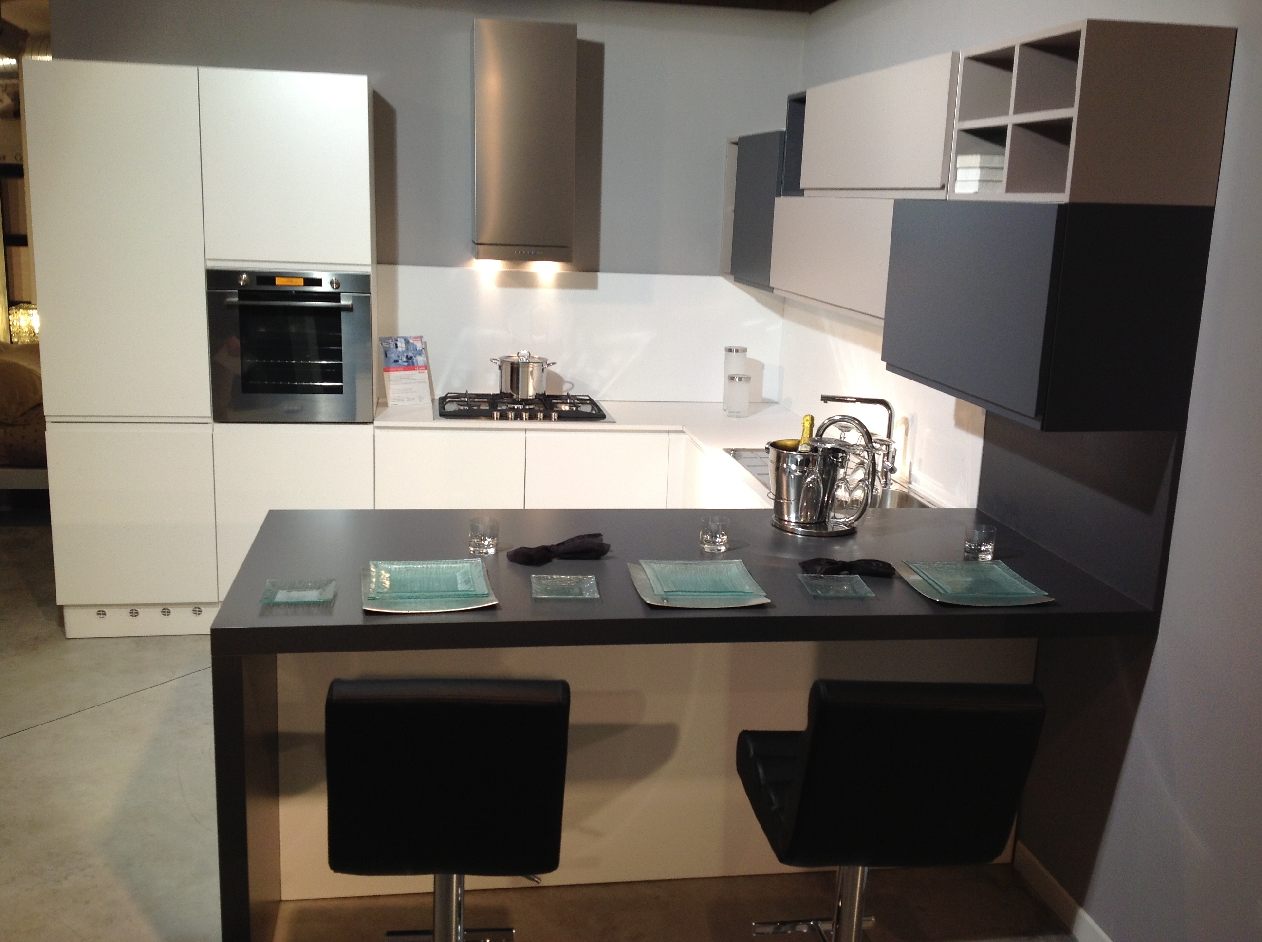 Maniglie per mobili vendita on line - Cucina laccata opaca ...