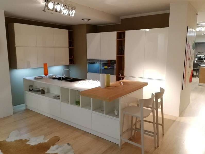 Cucina laccata lucida bianca ad isola Wega di Arredo3