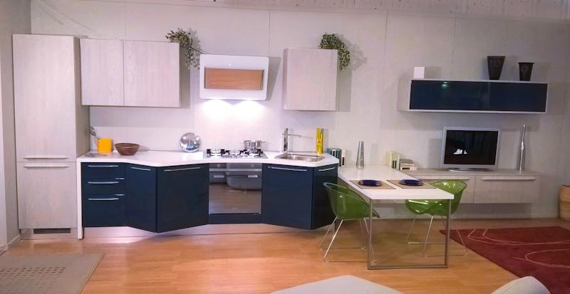 Cucina laccata lucida con penisola scontata del 45 cucine a prezzi scontati - Cucina oceano mobilturi prezzi ...
