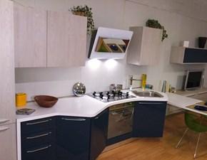 Cucina laccata lucida con penisola con basi sagomate